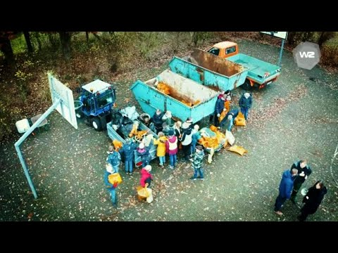 Schüler*innen sammeln Müll | Werkstatt Zukunft