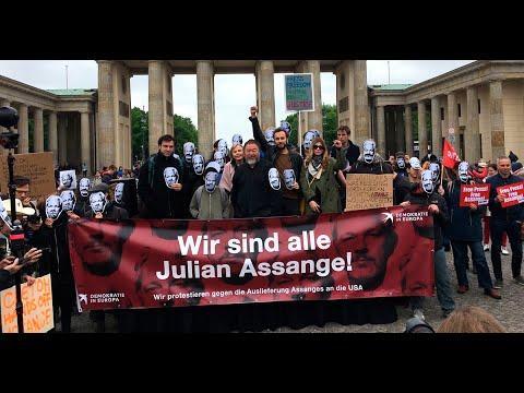 """We are all Julian Assange!"" Demonstration in Berlin - Statement from Edward Snowden"