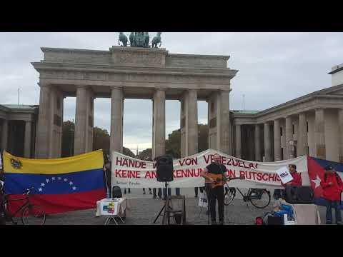 David Rovics #HaendeWegVonVenezuela #HandsOffVenezuela #Berlin 19. Okt. Brandenburger Tor