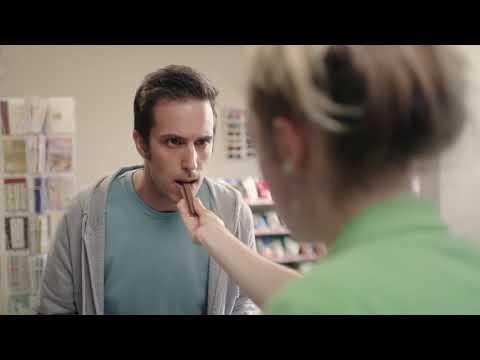 "Kit Kat USA 2016 TV Commercial ""Slap"""