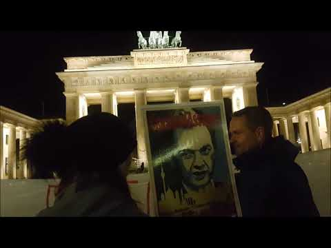 We shall overcome #FreeAssange / Berlin 30.10.2019 #Candles4Assange Mahnwache