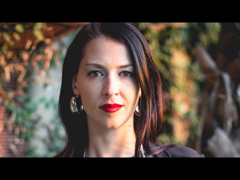 Abby Martin über Julian Assange, den Putsch in Bolivien, Bernie Sanders & Gaza (DEUTSCH)