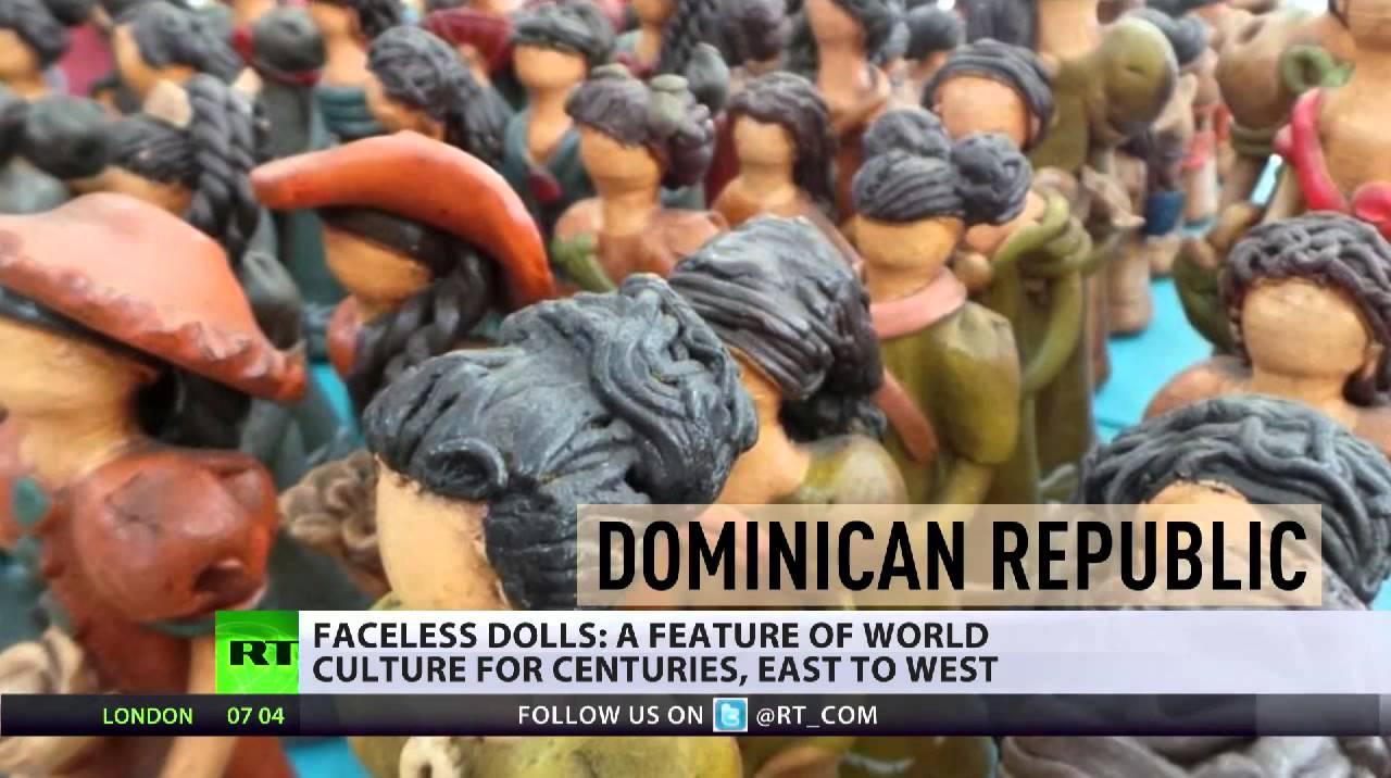Die gesichtslose Puppe unterwegs auf englischen Straßen