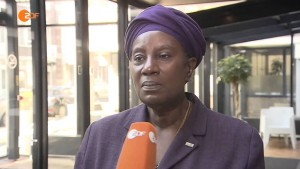 Zwarte Piet – Tradition oder Rassismus? heuteplus 28.08.2015 – Bananenrepublik