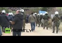 Live: Demonstranten protestieren gegen geplantes Flüchtlingszentrum auf Kos