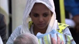 Papst Franziskus wäscht und küsst Flüchtlingen die Füße – Muslimen, Hindus, Katholiken, Kopten