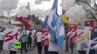 Farc und Regierung schließen Friedensvertrag: Tausende in Kolumbien zelebrieren Bürgerkriegsende