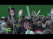 """Dänemark: """"Sie dienen den Konzernen, nicht den Menschen!"""" – Hunderte marschieren gegen TTIP und CETA"""
